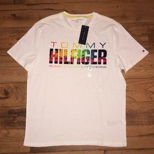 NWT TOMMY HILFIGER T-SHIRT